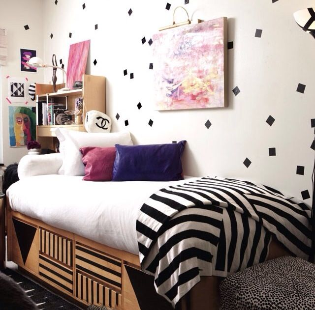 dorm decorating idea I like that they're messy and not organized this looks like something i could do b