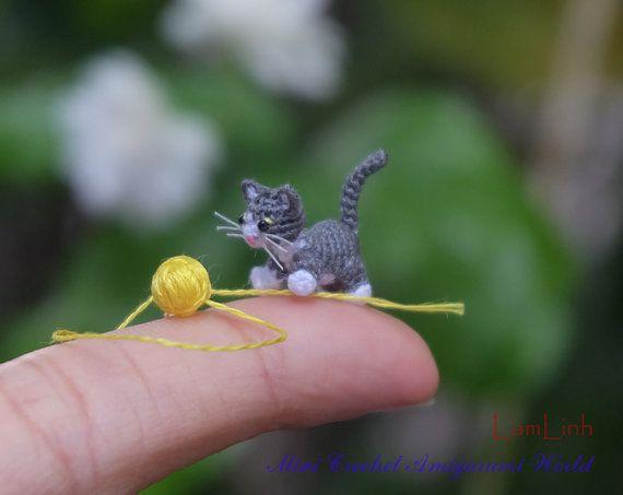 Hij is een kat grijs-wit katje. Hij houdt van spelen met kleine kleurrijke draad ballen. Hij is ongeveer 0,5(13mm) hoog. Hij is gemaakt van DMC draden. Zijn hoofd is verplaatsbaar.  Hij is gemaakt in rook vrije omgeving. Mijn micro gehaakte producten zijn creatieve handgemaakte cadeau voor volwassene of verzamelaars.  Meer micro gehaakte dieren vindt u in het gedeelte van mijn winkel: http://www.etsy.com/shop/LamLinh?section_id=7932366  En ook vindt u het laatste item...