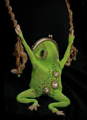 http://www.beadinggem.com/2014/09/3d-nature-inspired-beadwork-by-julia.html