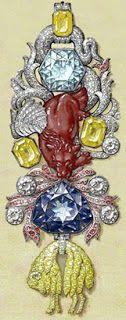 Insigne de la Toison d'Or porté par Louis XV. Au centre, on reconnaît le spinelle ''Côte de Bretagne''. Et au-dessous, le Diamant Bleu. Après le vol de 1792, le diamant sera retaillé et deviendra le diamant Hope (Smithsonian Institute de Washington - légalement, il appartiendrait toujours à la France).