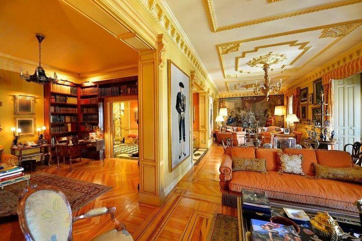 Vivir en un #apartamento clasico como este a #Madrid es un verdadero sueño.  #luxuryhomes #luxurylifestyle #luxuryapartments #home #lujo
