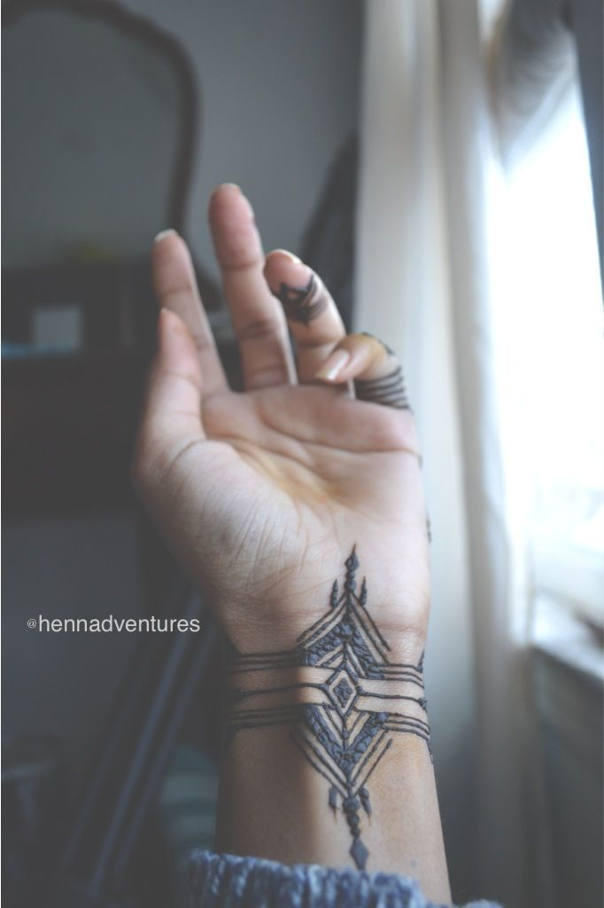 What a beautiful henna! Tat inked on wrist and has the same ornaments on both sides. In the middle there is just rhombus and long line.
