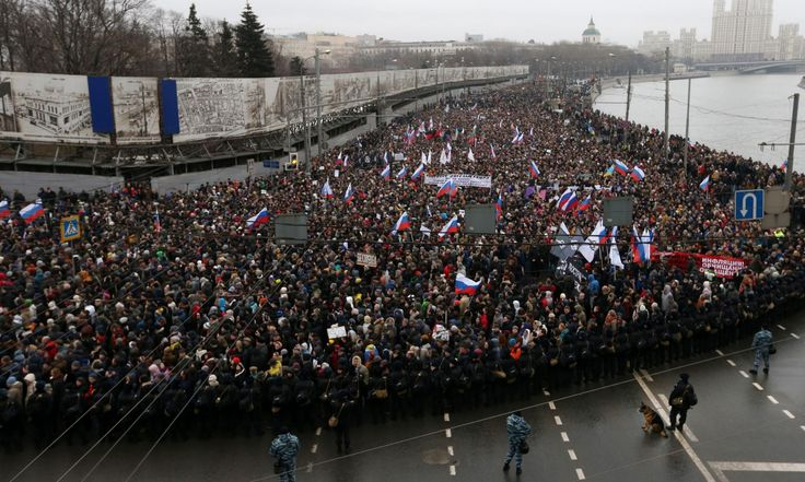 Boris Nemtsov: tens of thousands march in memory of murdered politician