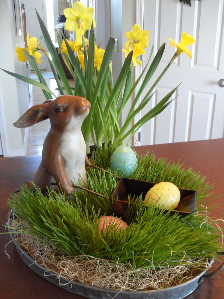 our grass in oval tin would be a great base for a table center piece like this. search item:kk11255a at www.shelleybhomeandholiday.com