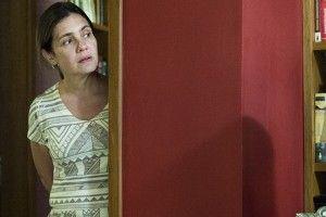 """Fátima (Adriana Esteves) em cena de """"Justiça"""", nova minissérie da Globo (Foto…"""