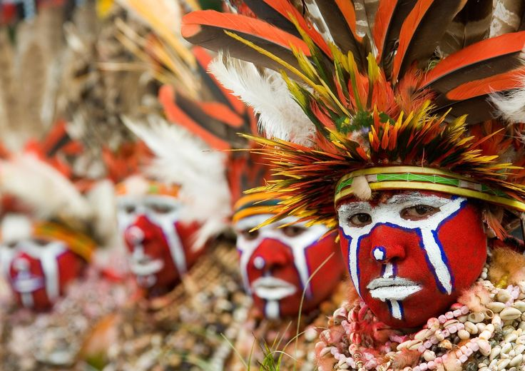 Tribal gathering in Papua New Guinea: the Mount Hagen Sing-sing by Eric Lafforgue
