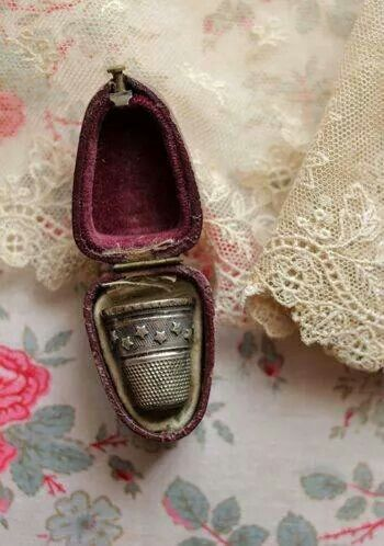 Beautiful old thimble and case. I would love to find one of these.