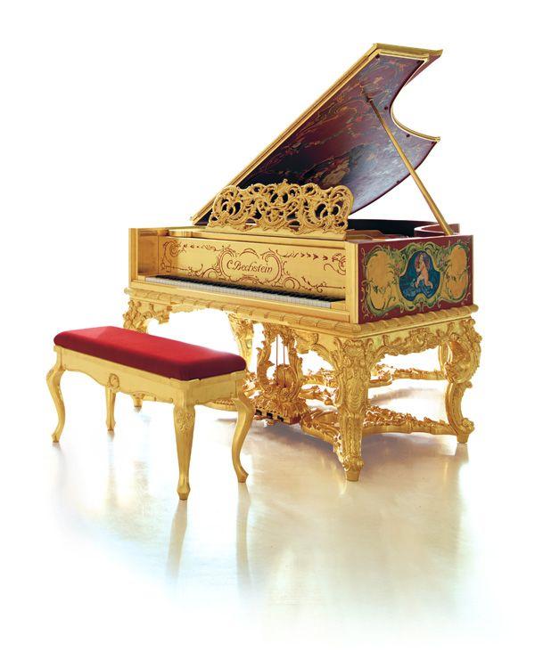 C. Bechstein Louis XV: Luxuriöser Farbreichtum – auch im Klang  Das Spielgefühl an diesem Instrument ist ebenso luxuriös wie sein Äußeres: Jede Anschlagsnuance ist mühelos kontrollierbar, das Spielwerk vollkommen ausbalanciert. Sensibel geht der hochmoderne Flügel mit dem majestätischen Erscheinen auf die Wünsche des Spielers ein und realisiert alle musikalischen Vorstellungen im Farbenreichtum des Bechstein-Klangs.