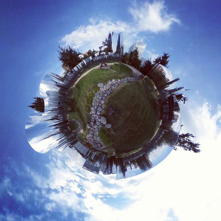Mirrors in the park #chile! #mirrors #park #bluesky #tinyplanet #rollworld #theta360 #theta360official #littleplanet #photoshpere #livingplanetapp #ricohtheta #360camera #smallworld #spherical #roundworlds #tinyplanetbuff #360panorama #360photography