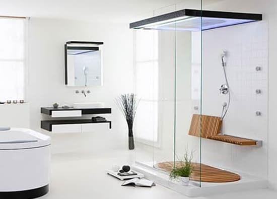 Sensamare: ducha para dos personas. El fabricante alemán Hoesch creó en su día Sensamare, una hermosa cabina de ducha para dos personas. Incluye una base, y dos asientos abatibles de madera. Es muy amplia por dentro, posee un lateral de vidrio, dos salidas superiores de ducha de lluvia, y varios chorros orientables en la pared. Se diseñó en varios tamaños y acabados.  #Cuartodebaño