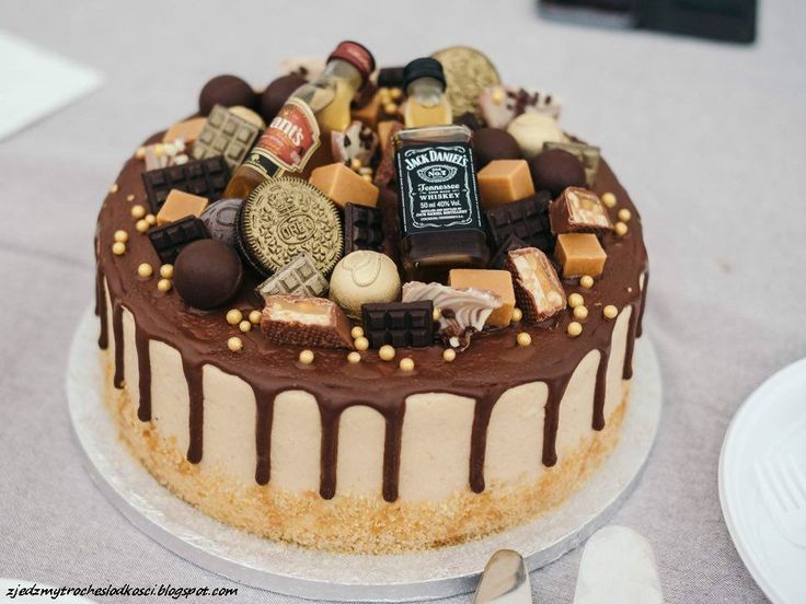Snickers drip cake