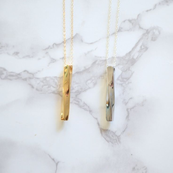 Twisted Bar Midi Necklace