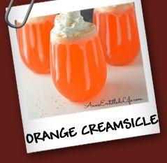 Orange Creamsicle 2 oz de soda de naranja 1 oz de vodka de vainilla 1 cda de leche condensada Crema batida Sprinkles de naranja  Preparación  Agrega hielo a un vaso largo, luego la soda de naranja, el vodka de vainilla y la crema batida con la leche condensada, mezcla suavemente. No mezcles demasiado para que no se vayan las burbujas. Decora con crema batida y rocía con sprinkles de naranja.