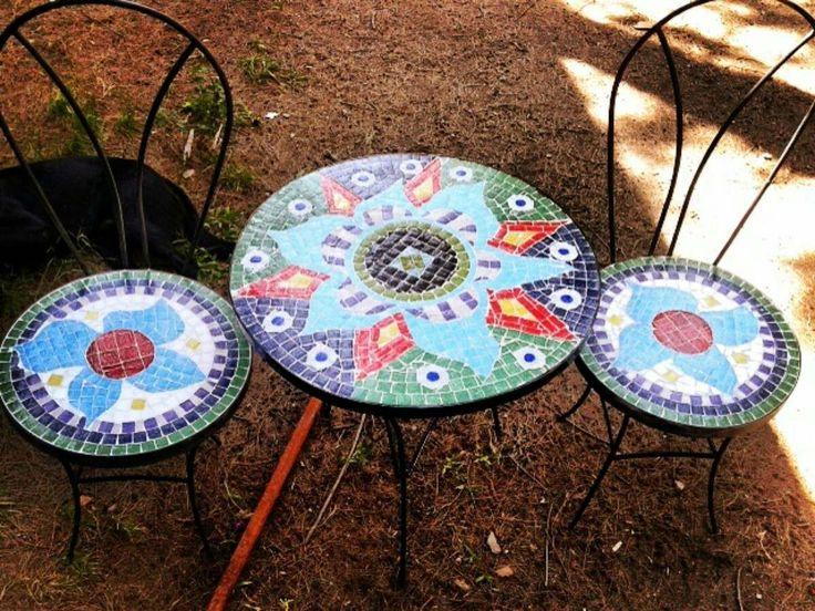 Juego de mesa 2 sillas con venecitas en for Mesas y sillas para patios