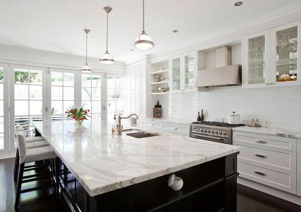 mundo-petreo-marmol-de-fondo-super-blanco-y-mucho-brillo-la-ultima-tendencia-en-decoracion-cocina