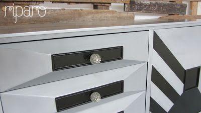 o padrão das portas foi criado a partir das suas próprias formas. Puxadores novos.