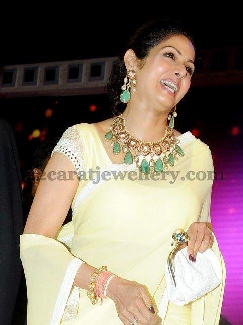 Jewellery Designs: Sridevi Kapoor Mughal Kundan Set