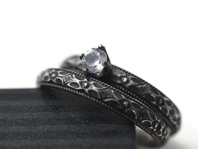 Conjunto de novia victoriano, topacio blanco anillo de compromiso, emparejado banda bodas de plata oxidada, conjunto de la boda gótica de piedra preciosa de fifthheaven en Etsy https://www.etsy.com/es/listing/466941125/conjunto-de-novia-victoriano-topacio