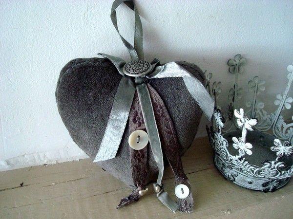 Coussin coeur marque porte velours