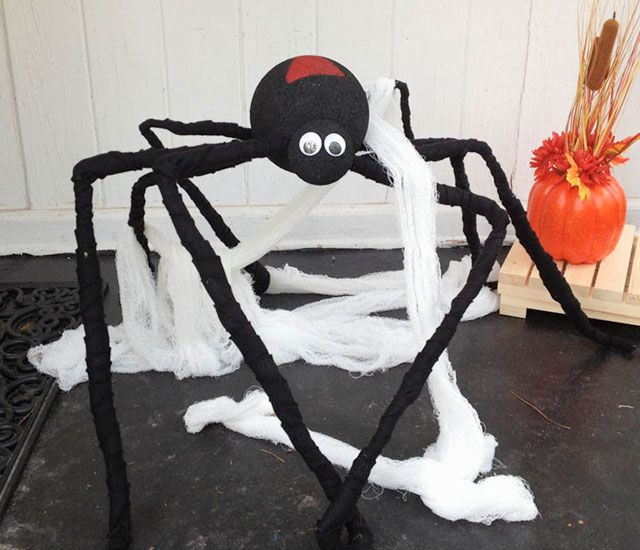 diy porch spider halloween decoration make a cheap and easy giant spider for your outside