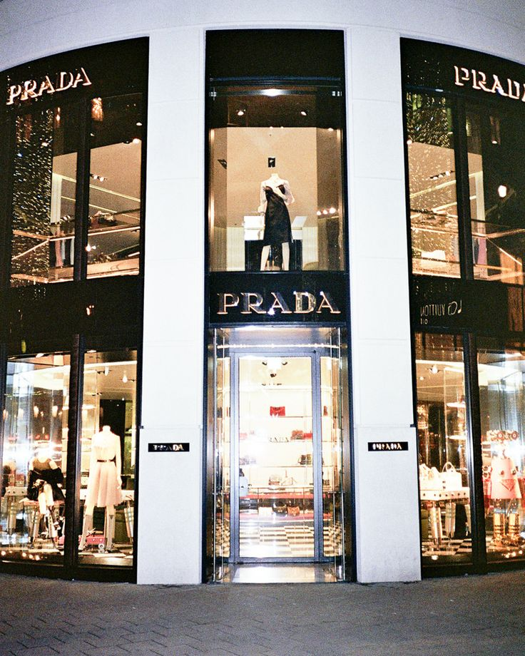 Adam and Eve wear nada. @captainbarto​ / WWW.CAPTAINBARTO.COM  #film #prada #fashion #store #shop