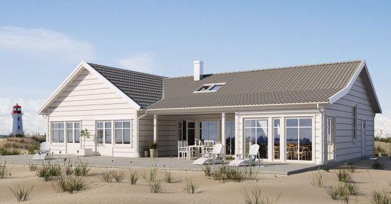 Vinkeln, det utsvängda taket, den indragna uteplatsen och de stora glaspartierna sätter karaktären på detta mysiga strandhus! Ett hus för tomten med utsikt över land eller hav.