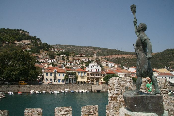 Protecting the old port of Nafpaktos