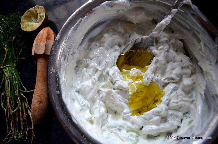 Sos Tzatziki din iaurt cu castraveti si usturoi (8)