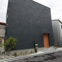 土間リビングをタノシム真っ黒なシカクイハコのおうち   D'S STYLE(ディーズスタイル)