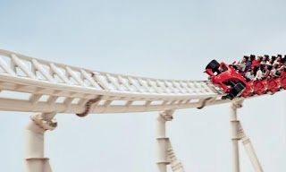 Adakah anda peminat ekstrem roller coaster? Mungkin di Malaysia roller coaster diaggap biasa dan tidak menakutkan. Tetapi jika di luar negara anda mungkin berfikir dua kali sebelum menaiki roller coaster. Jom lihat roller antara roller coaster paling ekstrem di dunia!  Formula Rossa  Merupakan roller coaster terpantas di dunia. Ia terletak di Ferrari World di Abu Dhabi.  Kingda Ka  Terletak di Six Flags Great Adventure in Jackson New Jersey Amerika Syarikat ia adalah roller coaster tertinggi…