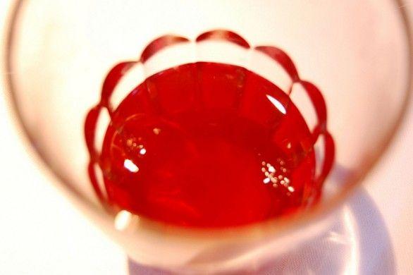 halloween-sangue Ingredienti     1 litro di succo di arance rosse     sciroppo di fragola     acqua frizzante (oppure acqua tonica)