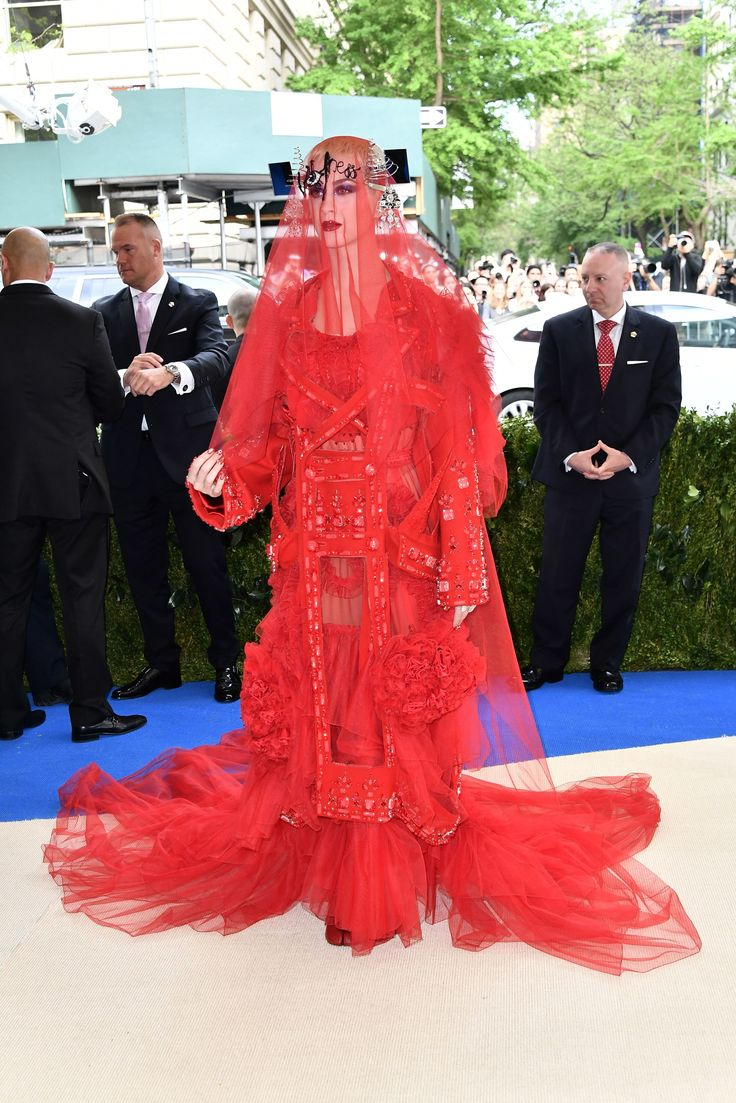 Met Gala 2017 Red Carpet Live: Katy Perry in Maison Margiela