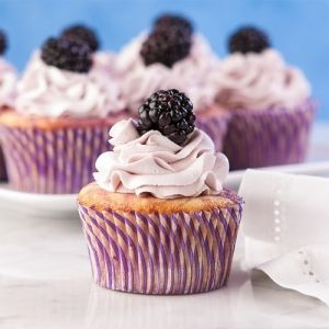 Blackberry Lemon Cupcakes  mmmm! by Fran5