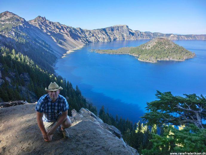 Crater lake National Park, Oregon Turen rundt om Crater Lake bød på en azurblå vulkansø, brandmænd og frokost i det fri. http://www.renefrederiksen.dk/2012/12/15/crater-lake-national-park/