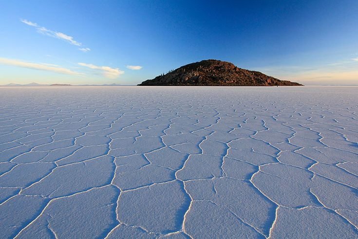 The grand finale day 4 of our Bolivian salt flats tour from Tupiza. See the Salar de Uyuni! Free guide and practical information about the tour.