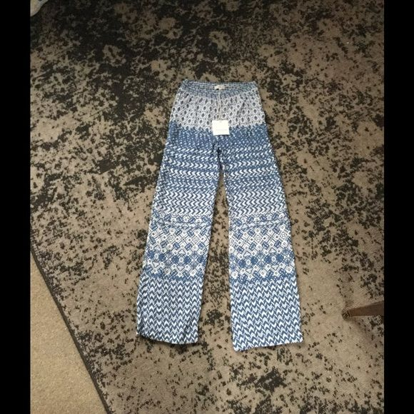 """Beach Lunch Lounge Dina Palazzo Pants Blue/White M New. Inseam- 32"""". Rise- 10 12"""". Waist across front- 13"""", but is very stretchy. Beach Lunch Lounge Pants"""