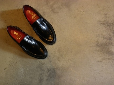 Patent-leather Loafer ¥29,400 / REGAL Shoe & Co.