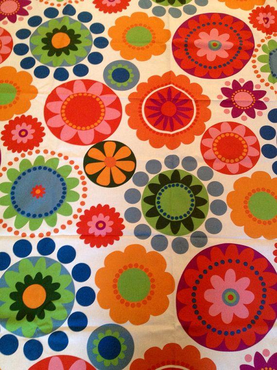 Ikean kankailla 70- luvun kukkakuvioita