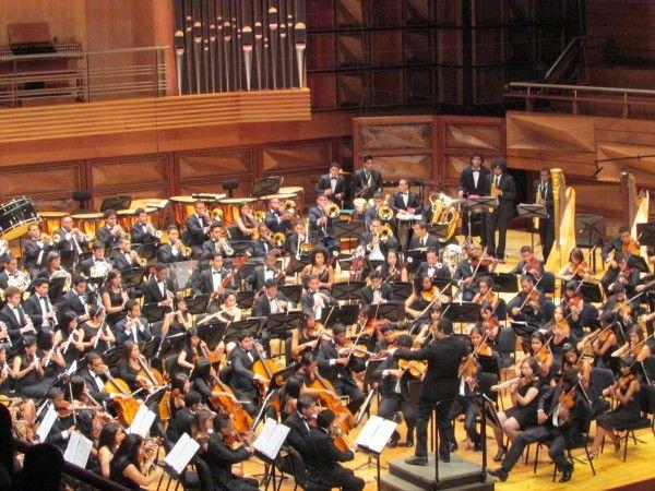 Sergio Rosales celebra la música de Dvorak con la Orquesta Sinfónica Juvenil del Conservatorio de Música Simón Bolívar http://crestametalica.com/sergio-rosales-celebra-la-musica-de-dvorak-con-la-orquesta-sinfonica-juvenil-del-conservatorio-de-musica-simon-bolivar/ vía @crestametalica