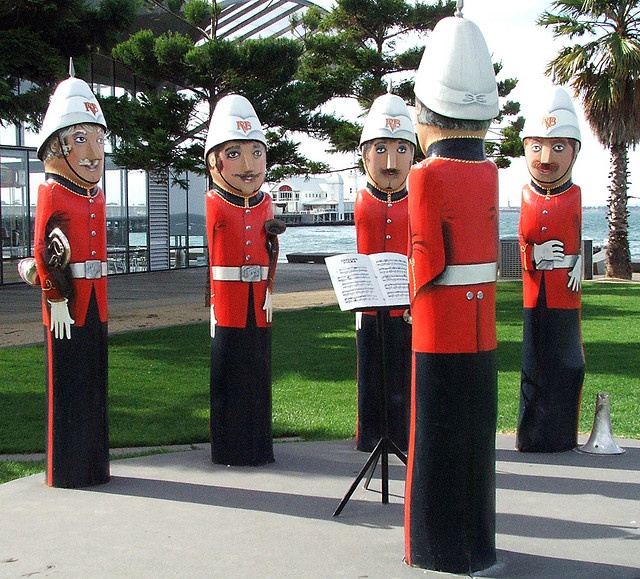Geelong Bollards. Baywalk Bollards Over 100 sculptured bollards are installed around the Geelong waterfront. The bollards chronicle characters from the city's past and present, including dapper young ladies in neck-to-knee bathing costumes, 1930s lifesavers, a Geelong footballer, jaunty sailors, fishermen and a town band.