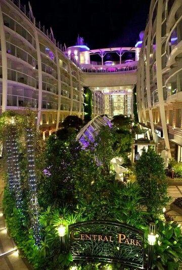 Central Park. Clase Oasis. Los #cruceros más grandes del Mundo. Royal Caribbean & Ofertravel Reservas en www.ofertravel.es