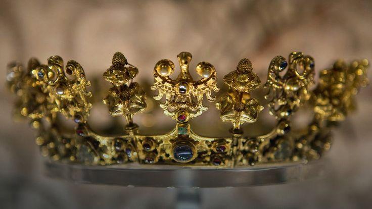 Skarb średzki - na zdj. złota korona ślubna z XIV w.