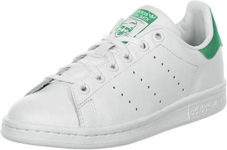 La chaussure Adidas Stan Smith J est le grand classique bien aimé dans la version Youth. Elle est disponible de la taille 36 à 40 et à un meilleur prix !- tige en cuir blanc- talon vert- cheville rembourrée- semelle intérieure amovible - bandes perforées - oeillets métalliques blancs - semelle antidérapante en caoutchouc - lacets blancs  Tige : cuir véritable Doublure : textile