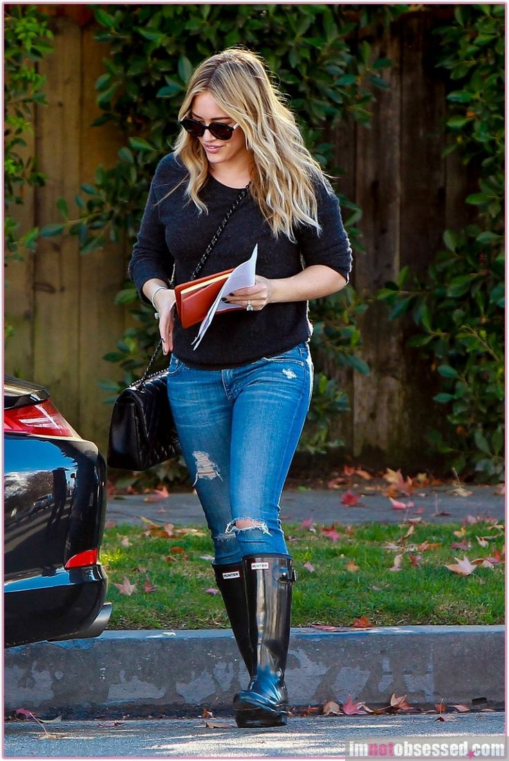 Hilary Duff, out and about wearing Hunter Original Tall Gloss boots in black #RainBoot #HunterBoots #RubberBoots #FashionBoots At Eagle Ages we love Rain boots.  You can find a great choice of second hands Rain Boots in our store https://eagleages.com/shoes/boots/women-boots/winter-rain-boots.html