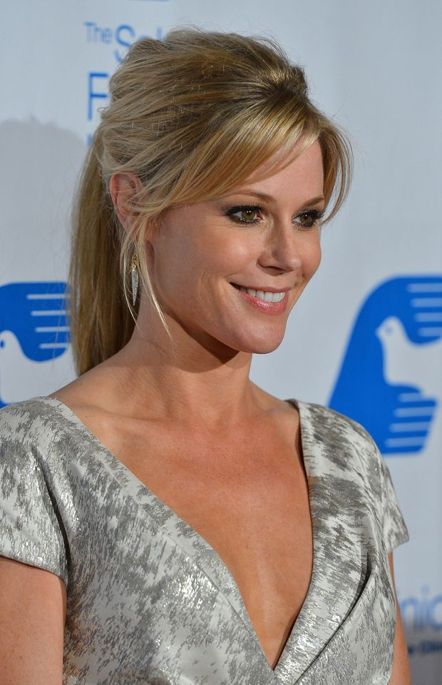 Julie Bowen in Lela Rose. Photo: Frazer Harrison. #JulieBowen