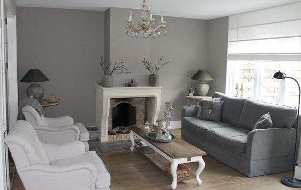 Dit is onze woonkamer landelijke stijl gestuukte muren en painting the past muurverf gebruikt - Kleur die past bij de grijze ...