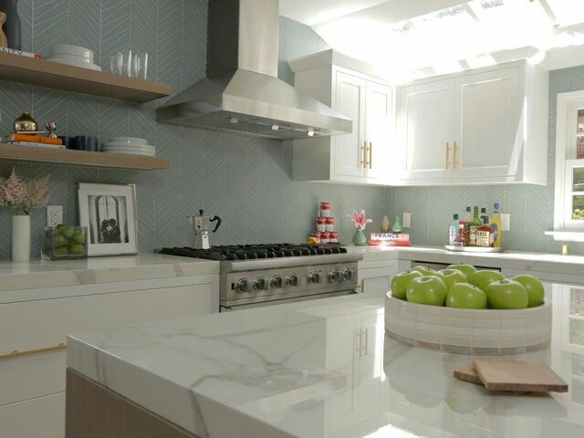 Jeff Lewis remodel. I am so in love with the backsplash!