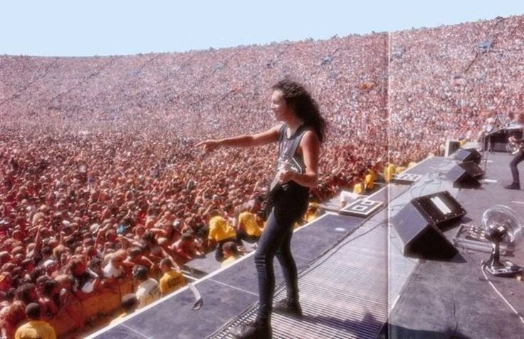 FUN HIKE...: Check Out The Crowd Size - METALLICA CONCERT