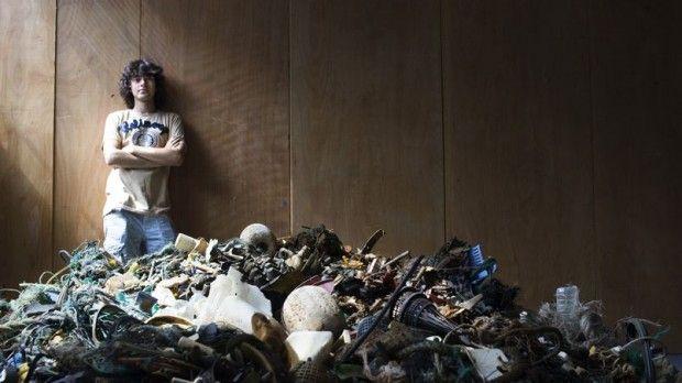 Un estudiante de 19 años inventa una solución para limpiar los océanos  http://blogs.20minutos.es/cronicaverde/2014/06/11/un-estudiante-de-19-anos-inventa-una-solucion-para-limpiar-los-oceanos/