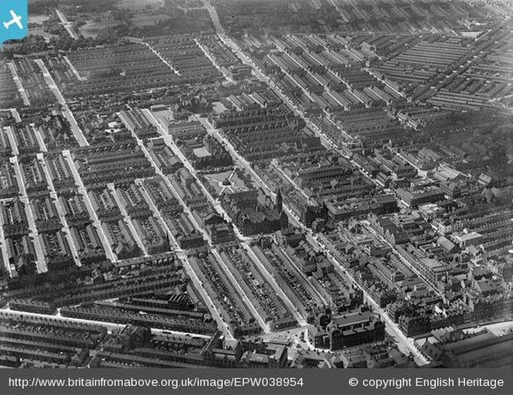 Middlesbrough in Britain from Above - TOWN HALL, VICTORIA GARDENS, 1932